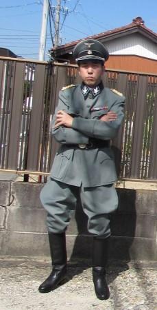 ナチス軍服でコスプレを!!!高級ギャバジン制服上下を着た写真
